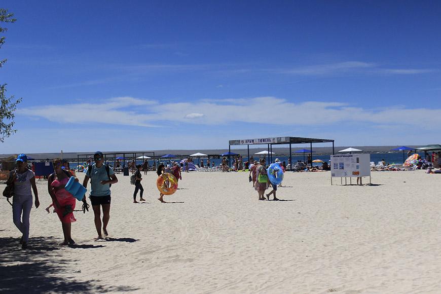 Отдых и лечение на песчаном пляже Крыма